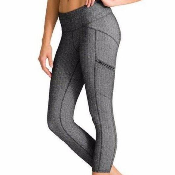 66166e578a1e6 Athleta Pants | Static Drifter Side Zip Crop Leggings S | Poshmark